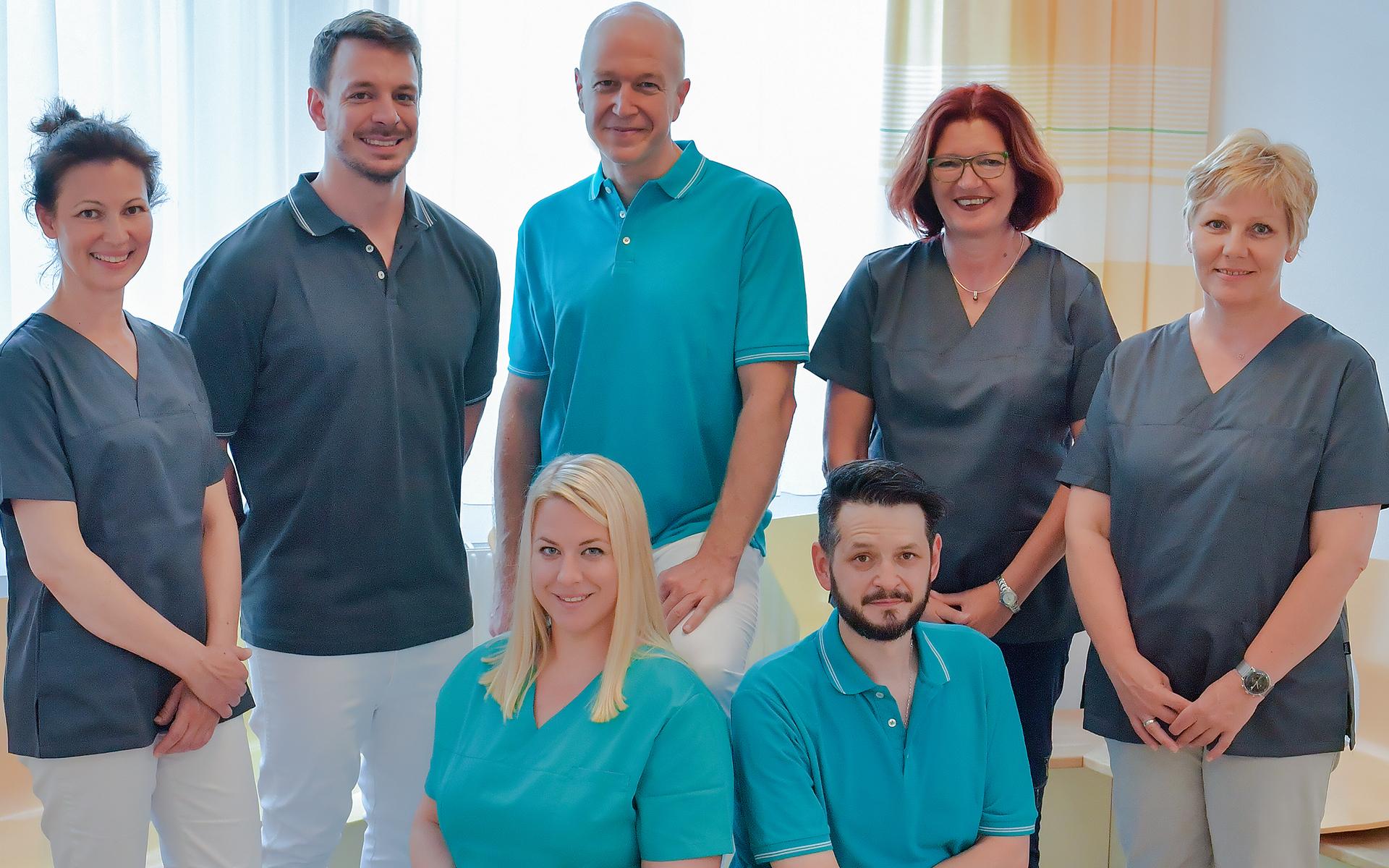 Gruppenfoto des Teams der Hausarztpraxis Tulln